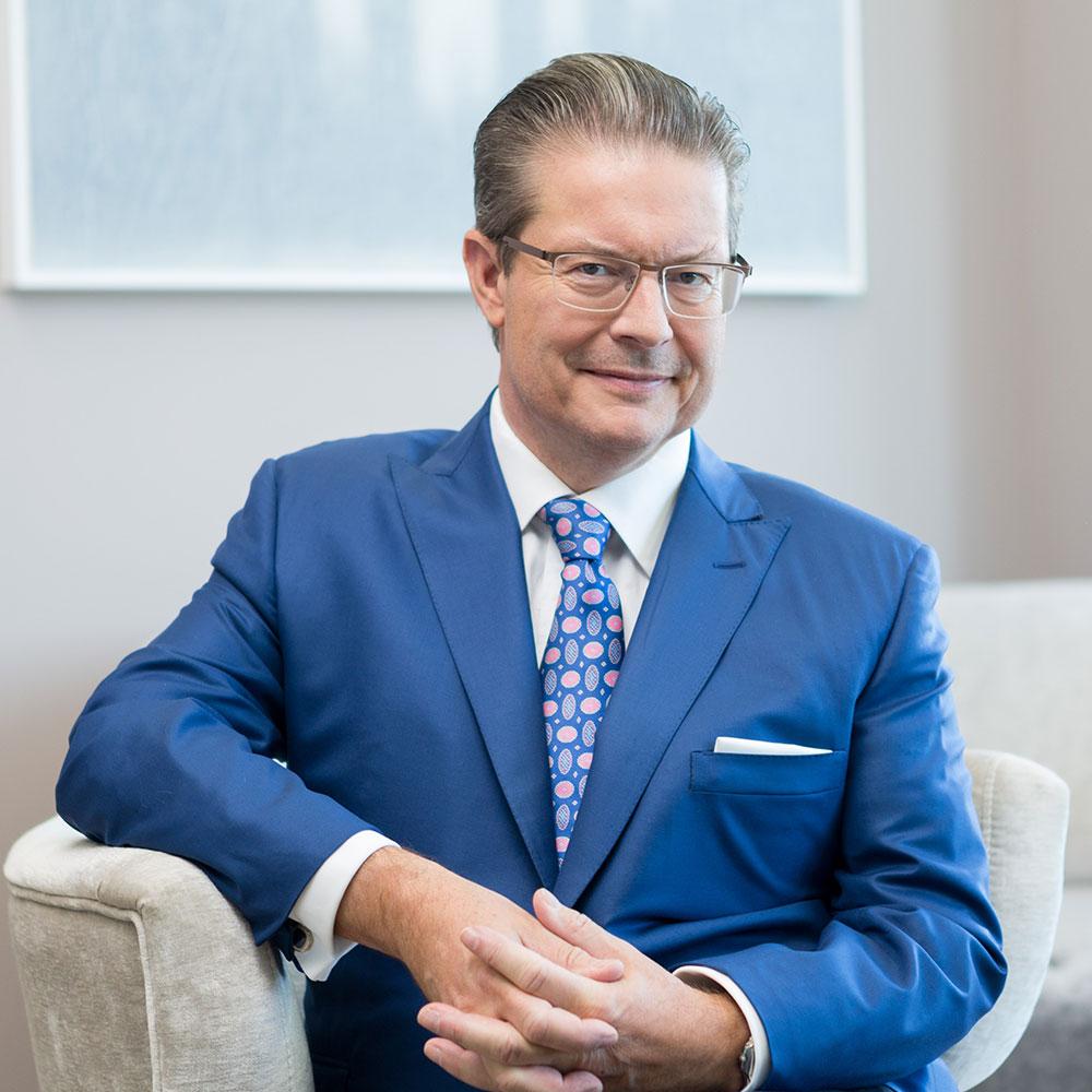 Unternehmer Rainer Schorr im Office